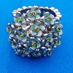 Jewelry - Fashion Flower Ring  - stretchy with Bling!